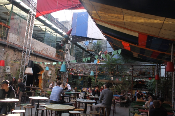 Szimpla kert - indoor and outdoor